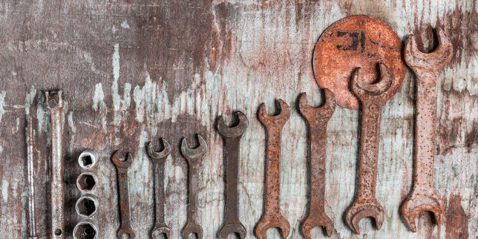 limpeza ferramenta mecanica enferrujada