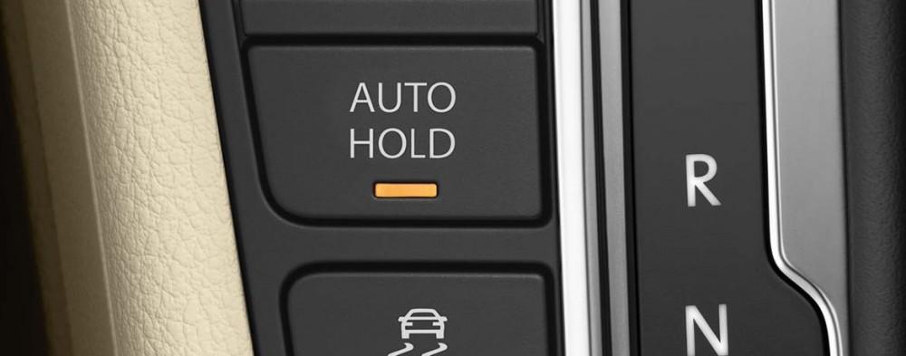 Imagem do botão auto hold no carro