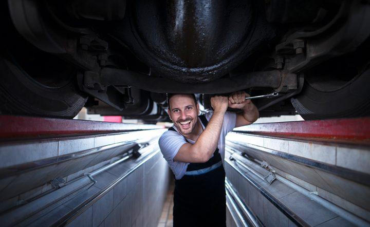 manutenção de caminhão